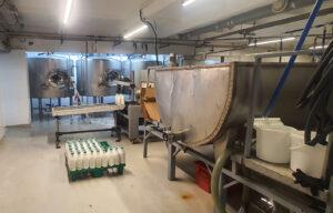 чиллер для охлаждения молока с готовой продукцией